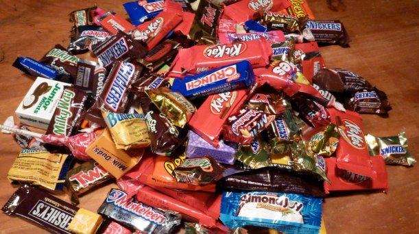 halloween-candy_wide-15ef92b2cdfd6e83789a83c9ecaa6942e5657fe8-s800-c85.jpg